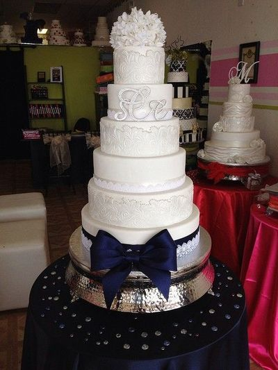 Elegant White And Navy Blue Wedding Cake By Exclusive Cake