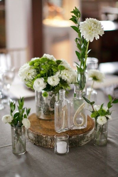 Table deco vintage bottles flowers wedding ideas - Decoration de table vintage ...