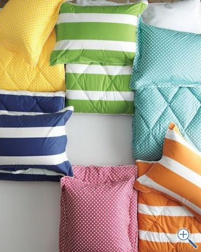 twin printed comforter (instead of comforter plus duvet cover!)...use green or orange strip with robot sheets from land of nod? ($108)