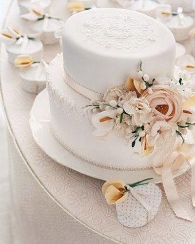 Wedding Cake Inspired by a Victorian Hat