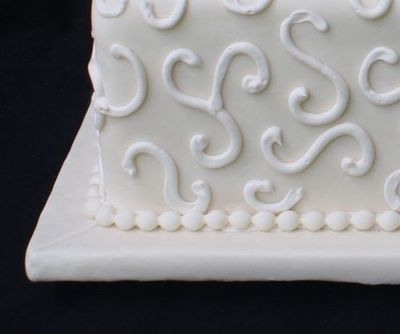 piped design for wedding cake