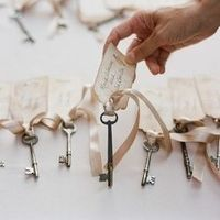 10 creative and unique ways to use vintage keys at your wedding