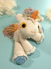 Shy unicorn amigurumi pattern - Amigurumi Today | 267x200