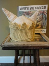 I'd love to figure out how to make a King Max hat! I may try this one over the summer.