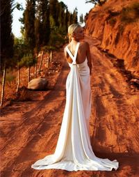 Star-worthy wedding dresses by Amanda Wakeley Sposa | OneWed