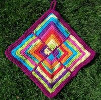Another Square Potholder that would make an interesting square hotpad by plaidkitty, via Flickr