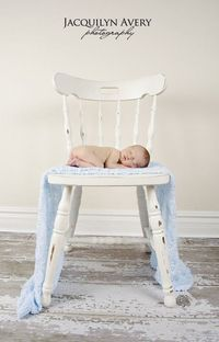 awwwwwwwwwwwwwww! I want a big chair and distressed floors and a baby, doesn't even have to be my baby!