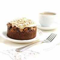 Almond Mocha Roca Brownie Cakes: Sinfully sweet brownie cakes topped with brown sugar, chocolate chips, toasted almonds and caramel c...[read more at Food Frenzy]