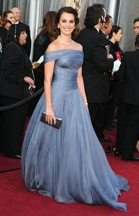 Minus the off-the-shoulder, I loved Penelope Cruz's dress..the silhouette and flowy-ness of the skirt.