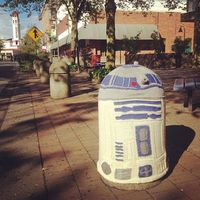 Knitted R2D2, yarn bombing