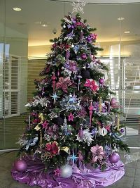 Ultimate in girly glamour tree...it made me squeal in delight!