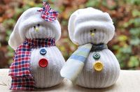 DIY: sock snowmen to put out in January, after taking down all of the Christmas decorations