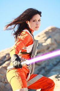 That is a pretty good Jaina Solo cosplayer.