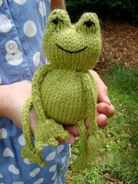 Make this Ribbit Knit Frog for you child or grandchild to enjoy and watch the magic unfold as they imagine a whole back story for this little guy. This free knit pattern is cute and friendly.