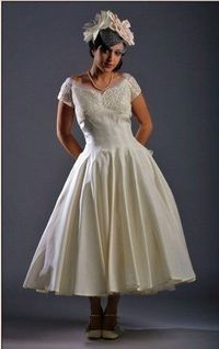 Vintage wedding dress with v-neck and lace in the bodice. Made of satin. Free made-to-measurement service for any size. Available colors seen as in Color Options.