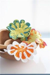crochet chrysanthemum dishcloth -they promise to make dishwashing more fun.