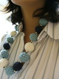 Crocheted necklace pattern