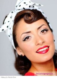 Bold dark liner and red, red lips: perfect pinup makeup!